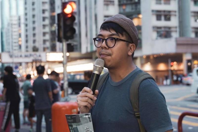 香港眾志主席林朗彥剛在機場入境時被警方拘捕,被控「煽惑參與未經批准集結」及「參與未經批准集結」。(照片取自香港眾志 Demosistō臉書)
