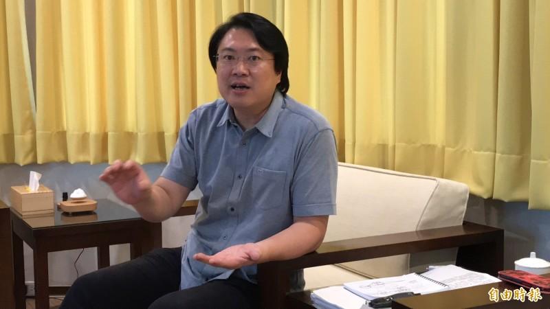 基隆市長林右昌說,基隆輕軌和捷運汐止民生線並不衝突,(記者盧賢秀攝)