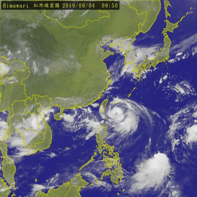 第13號颱風「玲玲」已於今上午增強為中度颱風,今天將是玲玲最接近台灣的時候。(圖擷自中央氣象局)