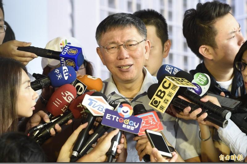 媒體詢問,民眾黨支持者無法完整移轉給郭台銘?台北市長柯文哲回說「一定的呀,哪有可能」。(記者叢昌瑾攝)