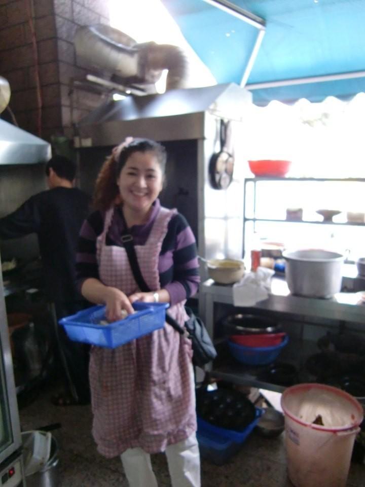玉后小吃店的老闆娘玉后,當時在小港醫院對面開小吃店。(圖取自林姓網友臉書)
