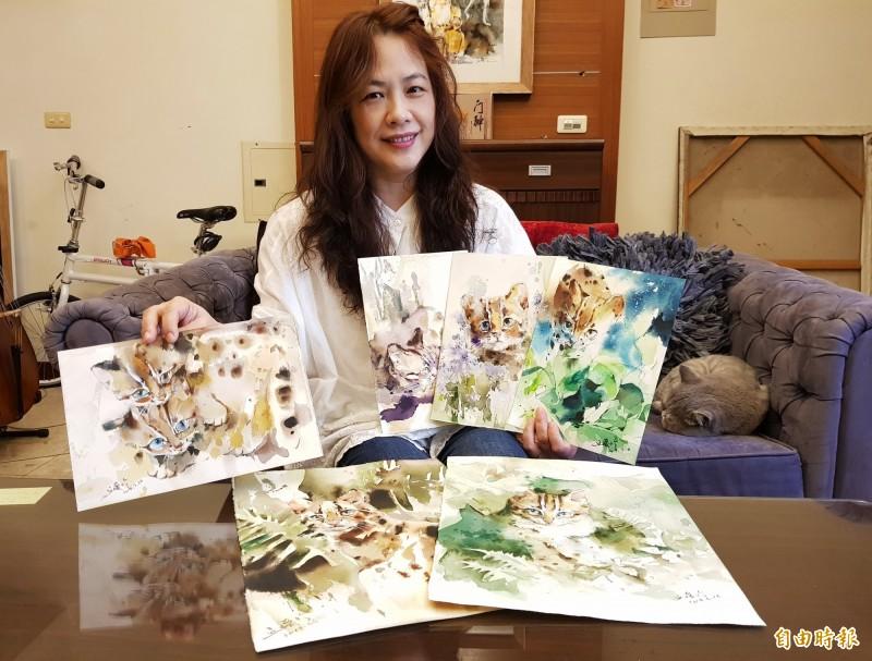 丘璦珍選出6幅石虎畫作,自掏腰包印製成月曆義賣,所得捐做石虎保育。(記者彭健禮攝)