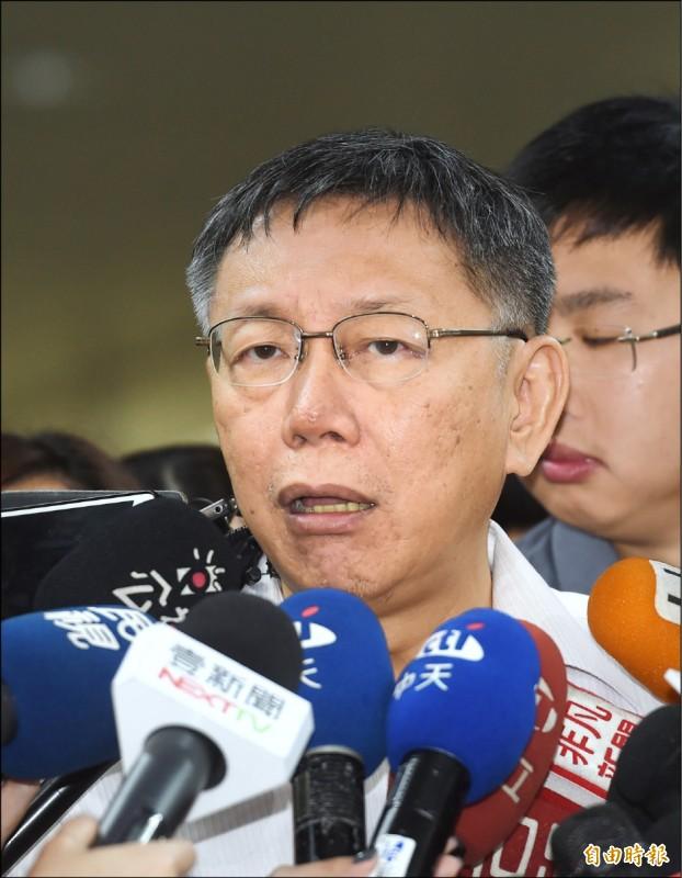 對於是否真的思考「郭柯配」?柯答說「不會吧,我就當台北市長吧,我要選就自己選,不然就是台北市長幹到完」。(記者方賓照攝)