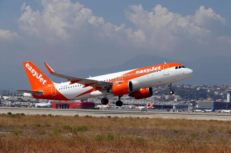 易捷航空一架班機的機長遲遲沒現身,有乘客跳出來直說自己願意幫忙開飛機,沒想到航空公司真的答應了他的請求。(路透)