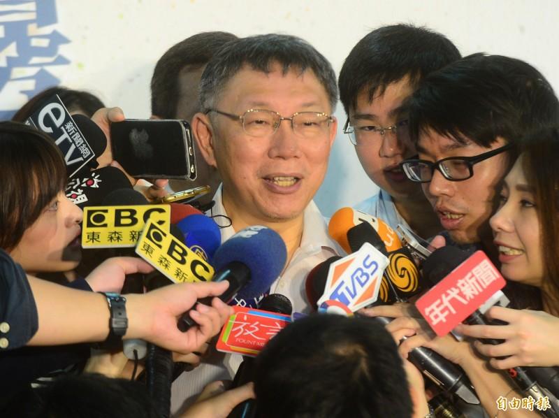 台北市長柯文哲出席台北市中正區社會福利綜合大樓開幕典禮,接受媒體聯訪。(記者王藝菘攝)