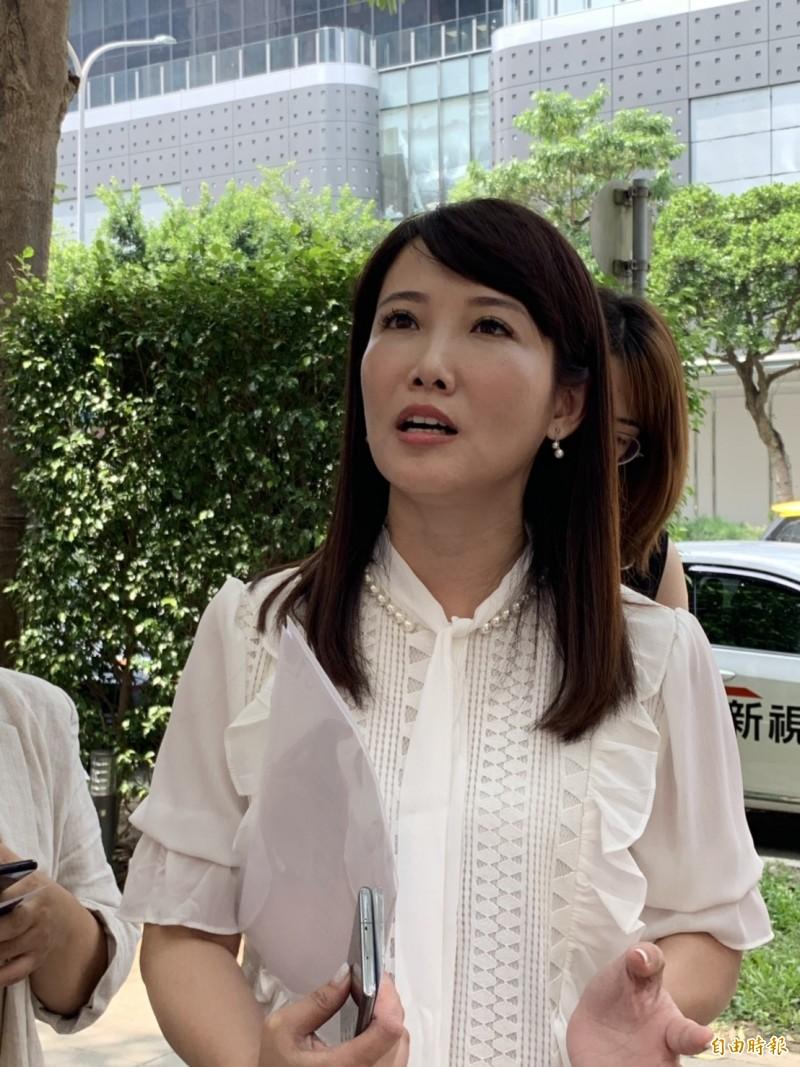 郭董退黨參選?蔡沁瑜:沒有退回榮譽黨員狀這件事,17日前決定是否參選。(記者張慧雯攝)