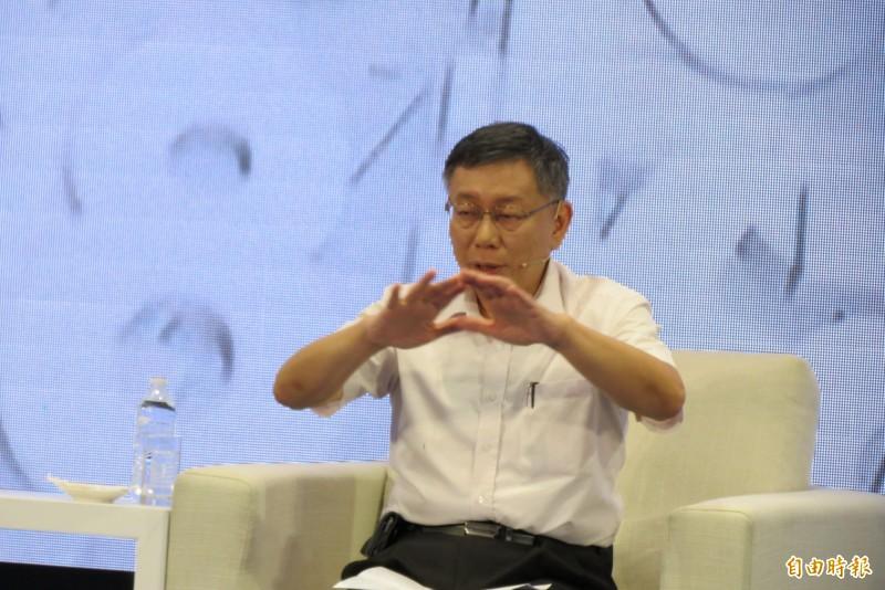 柯文哲說,台灣跟中國目前不可能隔絕,唯一的方法是,台灣要不斷的創新,台灣社會生活要足夠領先中國,若很接近要被吞掉。。(記者蘇金鳳攝)
