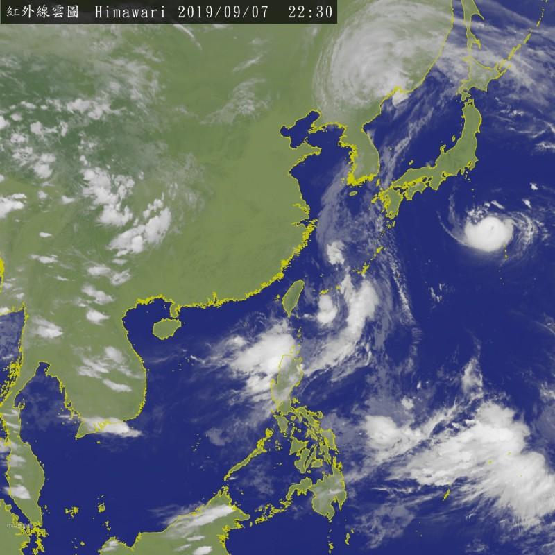 菲律賓東方海面有熱帶擾動,氣象局正觀察其未來發展狀況。(擷取自氣象局網站)