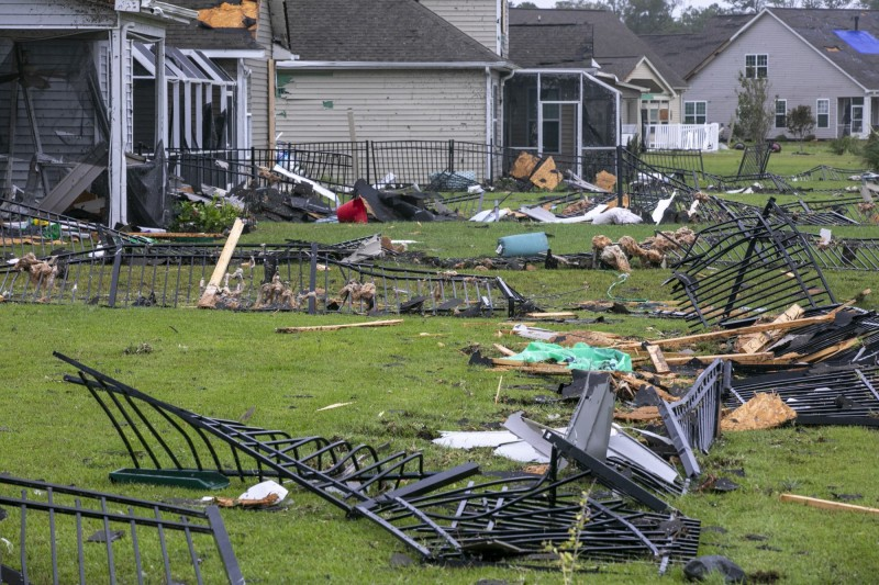 南北卡羅來納州受龍捲風侵襲,許多屋舍被毀。(美聯社)
