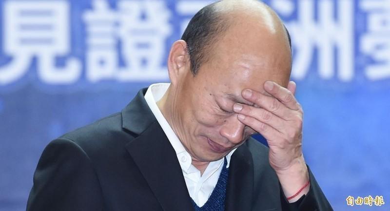 國民黨總統參選人韓國瑜近日民調不斷下滑,在綠黨、《品觀點》及《TVBS》所公布的民調中,都落後給總統蔡英文,最多更落後13.8個百分點,已有逐漸被拉開的趨勢。(資料照)
