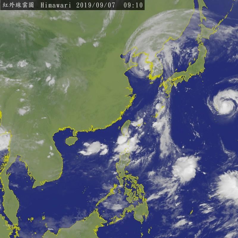 彭啟明分析,颱風還沒形成,目前只是模擬預測有可能發展,而且現在時間來說,各種預測仍很發散,什麼可能都有。(圖擷取自中央氣象局)
