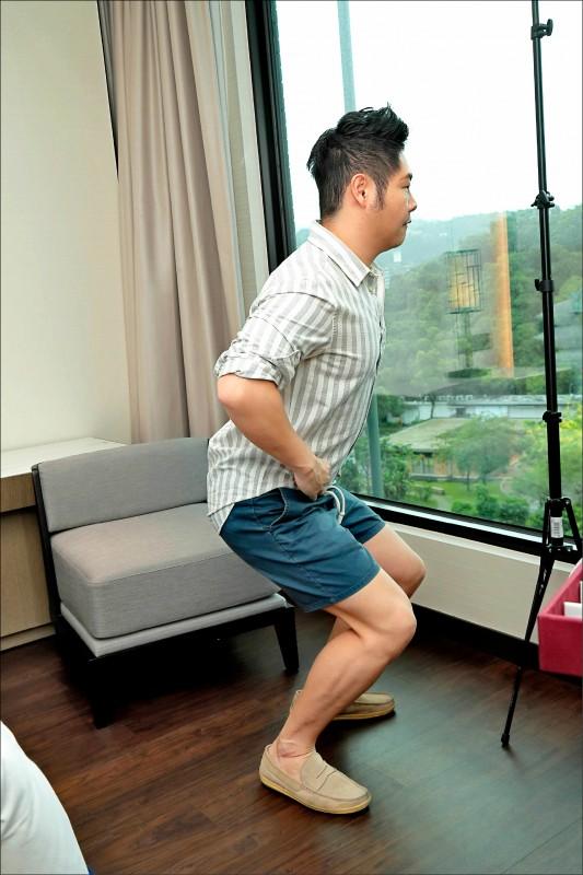 在傳統觀念裡深蹲膝蓋不可以超過腳尖,這樣的觀念近年來已被推翻。(本報資料照)