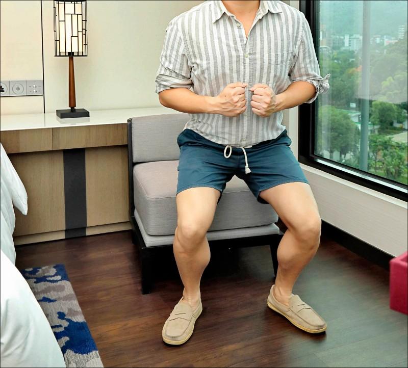 深蹲時雙腳張開的寬度要依照個人身型做調整。(本報資料照)
