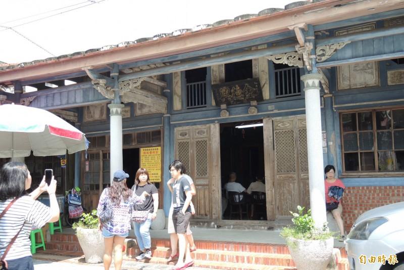 《俗女》女主角陳嘉玲的家就是後壁菁寮老街上的台南市定古蹟金興德藥舖。(記者楊金城攝)