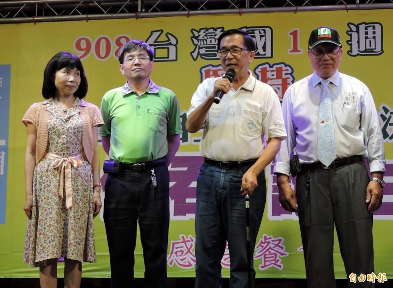 前總統陳水扁(右2)全力為一邊一國行動黨拉政黨票。(記者張菁雅攝)