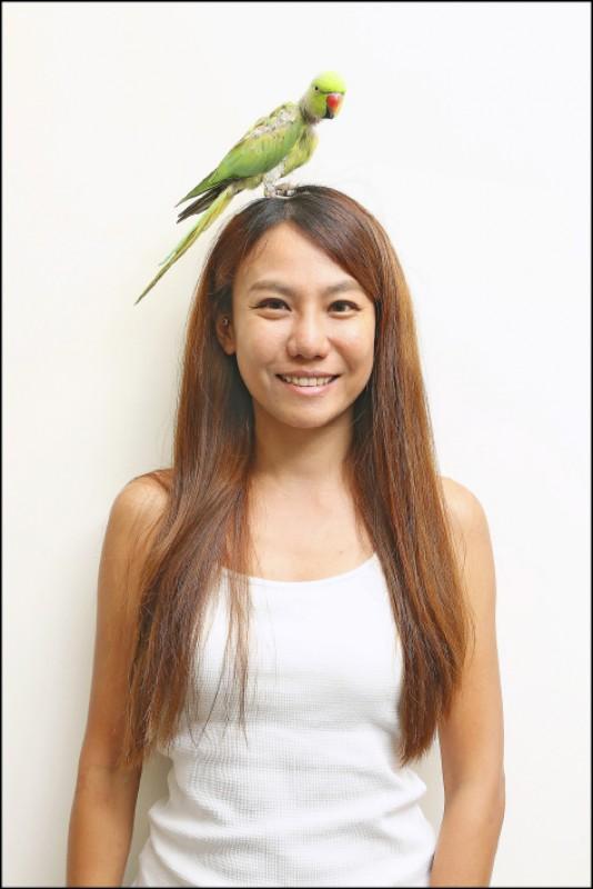 Jessie/(綠野香波與貓朋友的生活日記)鸚鵡波波的飼主(記者沈昱嘉/攝影)