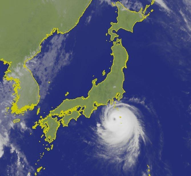 中颱法西預計今晚將直撲日本關東地區,登陸地點可能落在靜岡縣。(圖擷取自中央氣象局)