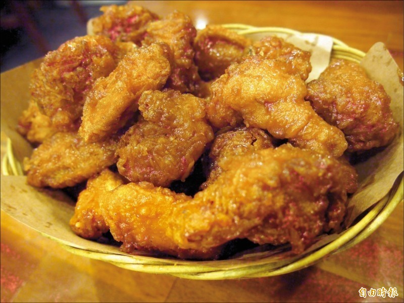 牛津大學新研究指出,男性食用雞肉則患上前列腺癌的風險也會增加。不過,相關因果關係仍有待釐清。圖為示意圖。(資料照)