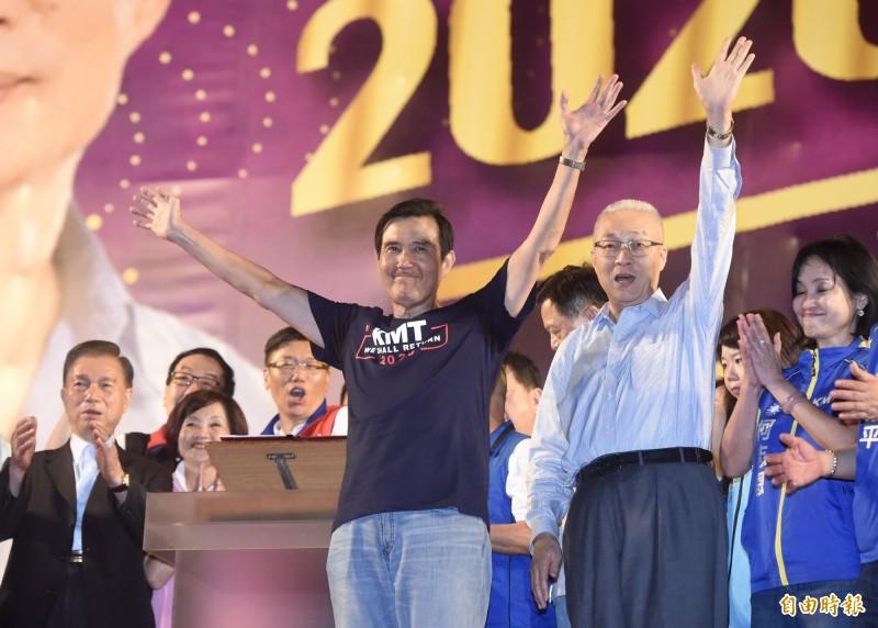 前總統馬英九(左)出席韓國瑜9月8日新北三重造勢大會,但演講卻被韓粉噓下台,今中午兩人已通電話。(資料照)
