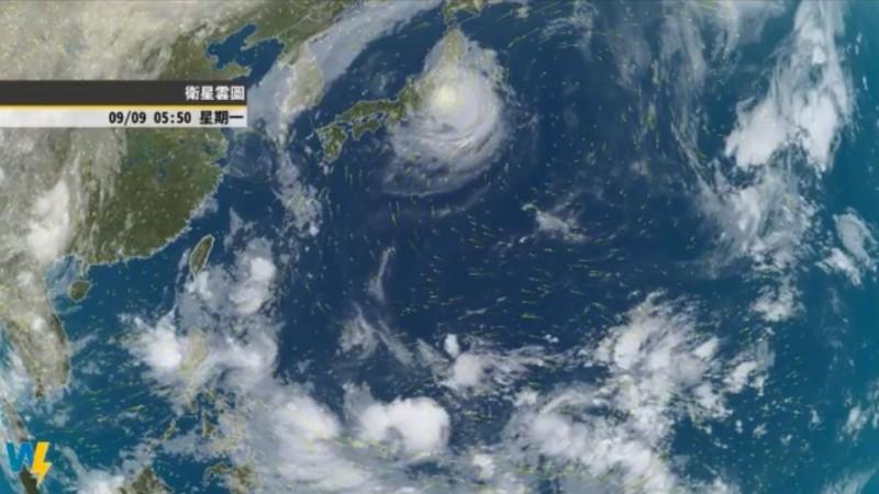 中央氣象局指出,目前位於菲律賓東方海面的低壓,最快將於明日生成颱風,若確實生成將是今年編號第16號颱風「琵琶」(PEIPAH)。(圖擷自氣象達人彭啟明臉書)