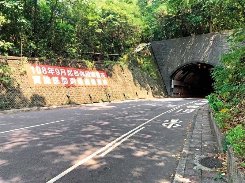 自強隧道區間測速上路逾一週,取締1110件。(交大提供)