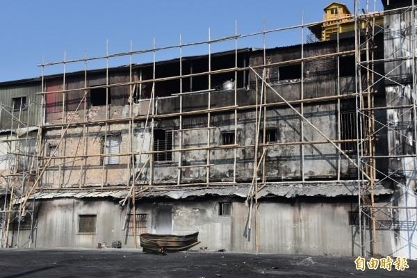 友鴻汽車電材行大火波及左鄰右舍7戶民宅。(資料照,記者葉永騫攝)