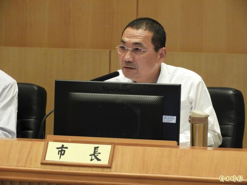 新北市長侯友宜今天被問到是否有「侯韓心結」時並未正面回應,表示市政工作順利他就很開心。(記者賴筱桐攝)
