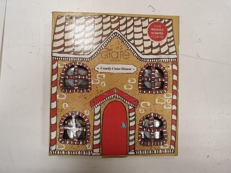 環保局針對禮盒產品過度包裝案進行稽查,查獲7件禮盒產品包裝不符規定。(環保局提供)