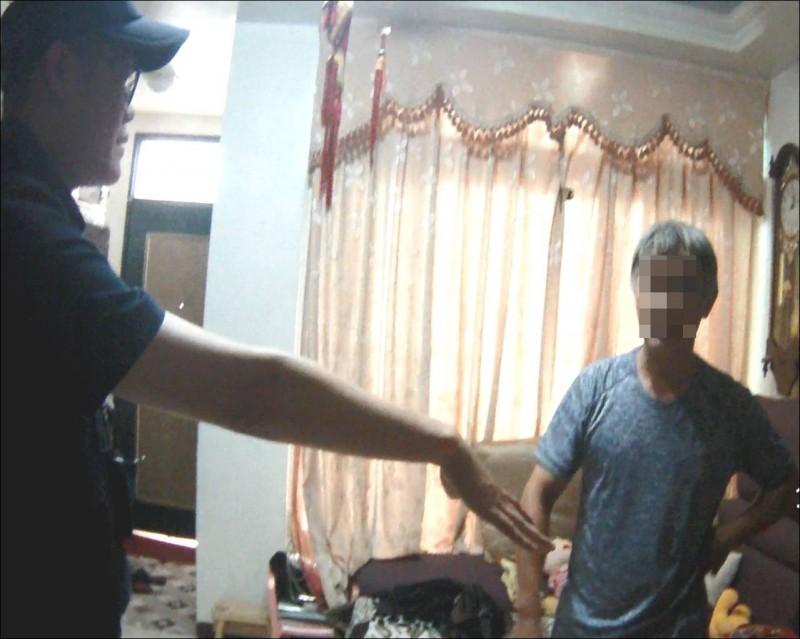 警方機警協助楊姓男子找到其兒子,幫其保住60萬元積蓄。(警方提供)