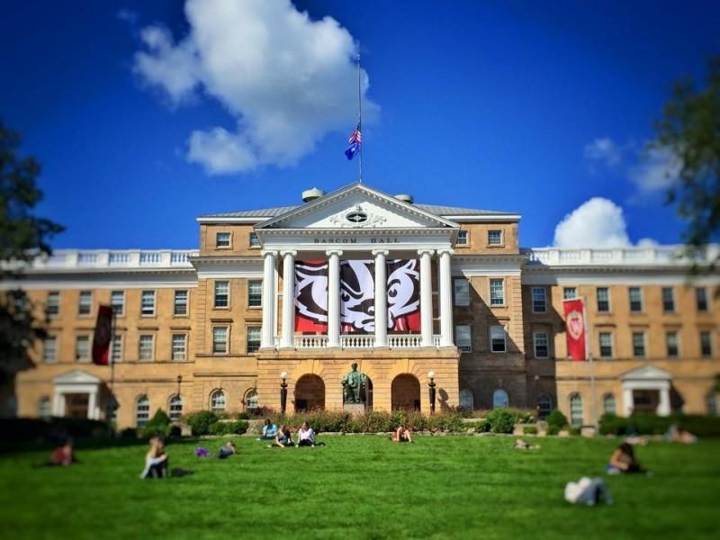 威斯康辛大學麥迪遜分校11日表示,鴻海集團曾承諾的捐助金額至今只收到70萬美元。圖為該校校景。(圖擷取自臉書_University of Wisconsin-Madison)