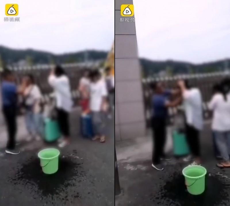中國貴州一所中學為制止女學生帶妝上課的行為,一名男老師在開學日時站在校門口,提著水桶和毛巾逐一替女學生卸妝。(圖擷取自梨視頻)