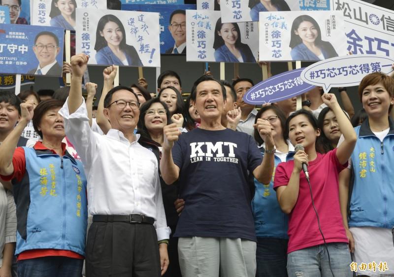 台北市議員、馬辦前發言人徐巧芯(右二)、前總統馬英九(右三)。(資料照)