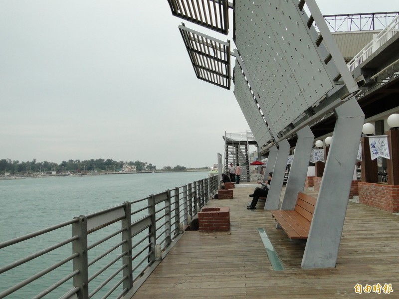 台南市搶頭香,歡迎「大港開唱」移來台南安平舉辦。(記者洪瑞琴攝)