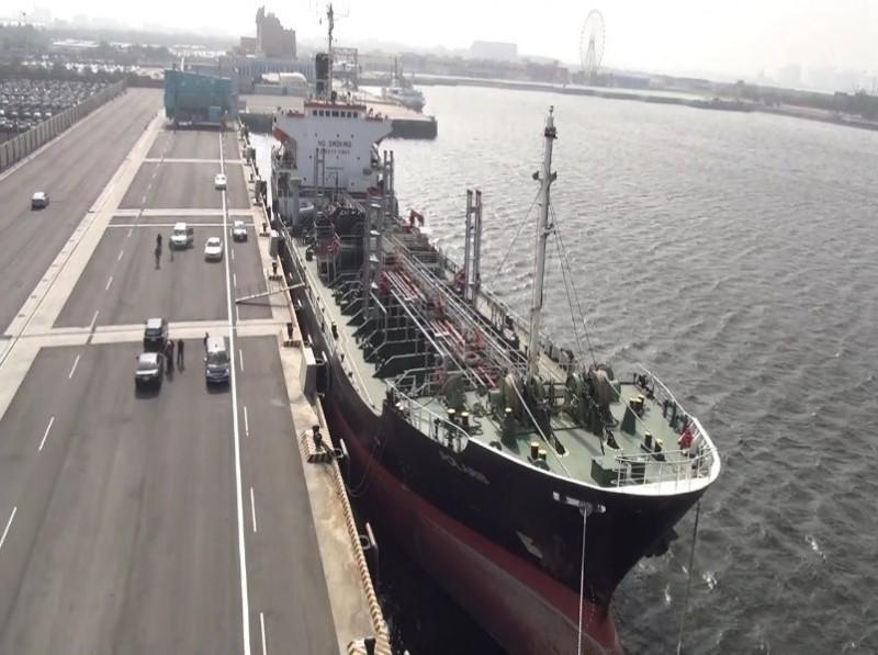 目前停泊在台中港的北斗星號。(記者楊政郡翻攝)