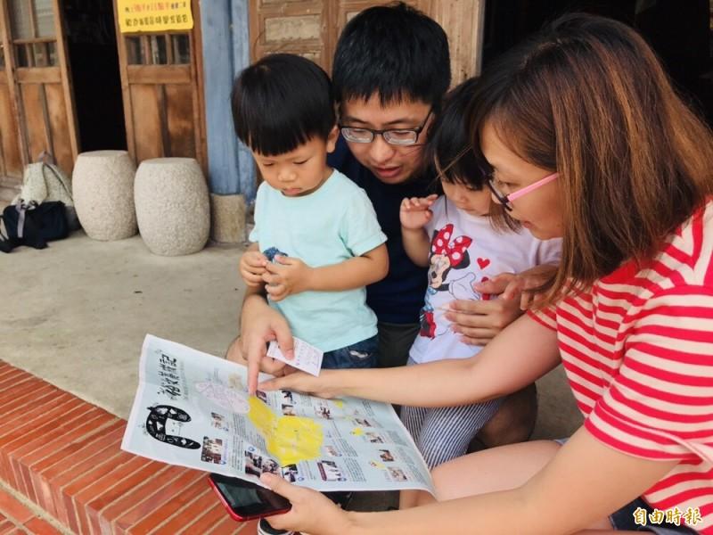 陳嘉玲的家在哪裡?南市觀光旅遊局火速製作「俗女養成記景點導覽地圖」,讓遊客在中秋連假輕鬆覓場景。(記者王涵平攝)