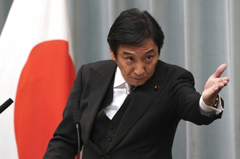 對於南韓昨日向WTO提出的抗議,日本經濟部長菅原一秀(見圖)今日表示不會對此做出讓步。(美聯社)