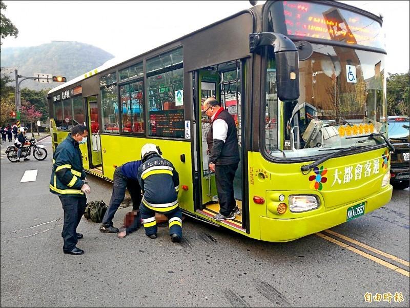 網壇名將謝政鵬女友張恒綿2月在文化大學路口穿越馬路時,遭右轉的公車捲入車底喪命,公車司機今天被依過失致死罪判刑6個月,但不得易科罰金。(資料照)