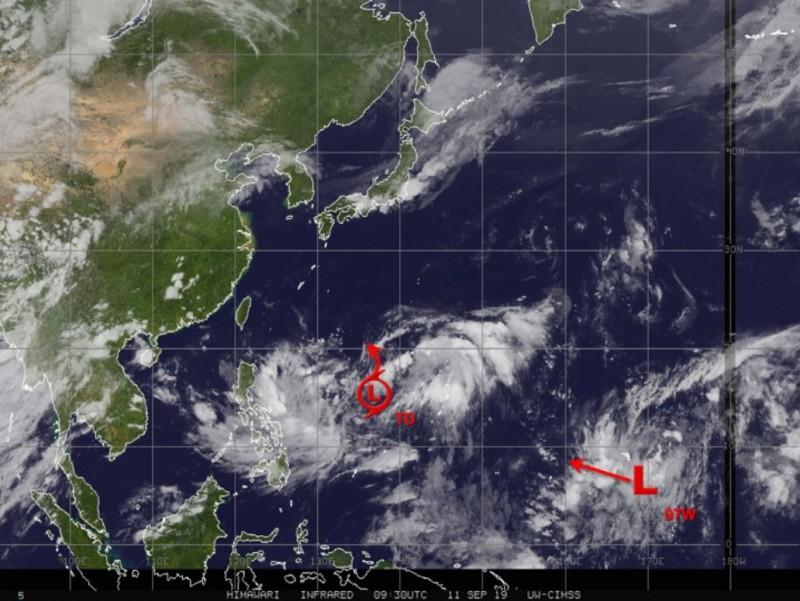 美國專家指出,該熱帶性低氣壓至15日前會位於馬紹爾群島附近。(圖擷取自Jason Nicholls推特)