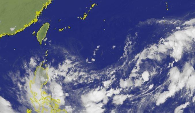 中央氣象局指出,菲律賓東方海面的熱帶性低氣壓正朝西北方前進。(圖擷取自中央氣象局)