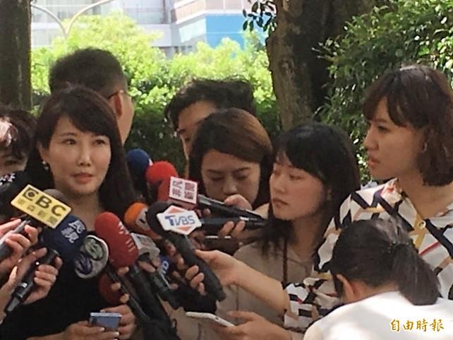 郭辦發言人蔡沁瑜今出面說明。(記者陳柔蓁攝)