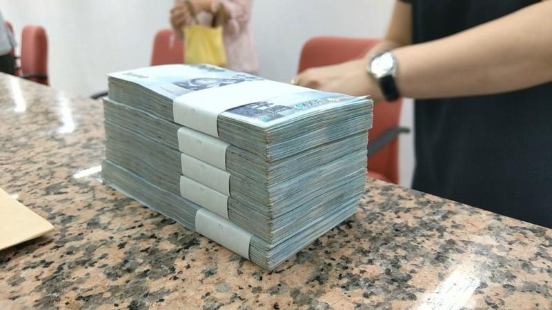 釋悟善現場繳納100萬元保證金。(釋悟善禪師提供)