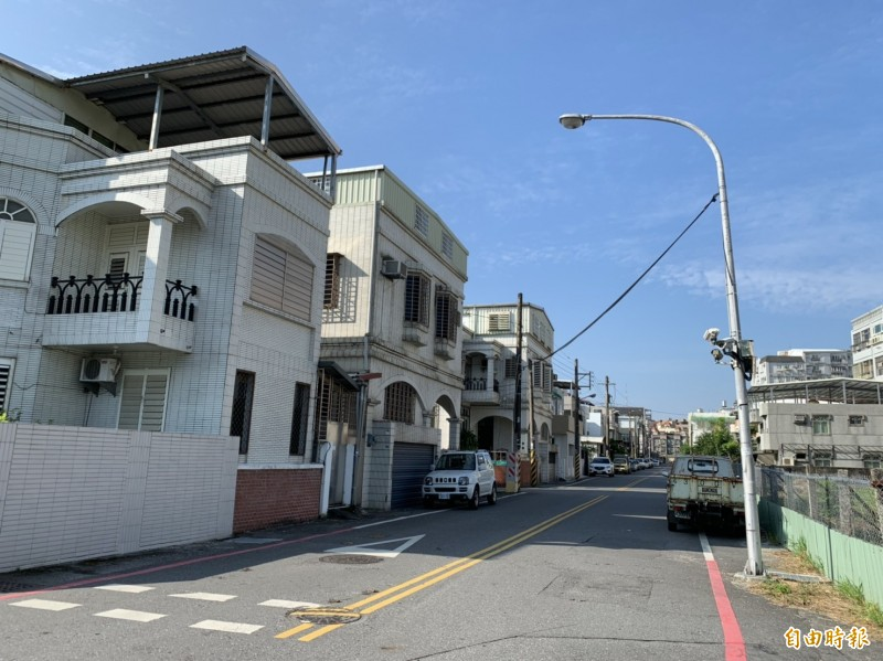 花蓮市中美十二街、化道路仍有多區域尚未施作污水下水道系統。(記者王峻祺攝)