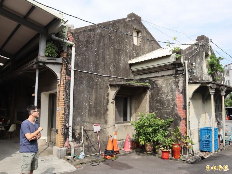 社口派出所後方的日式建築,側邊立面十分古樸。(記者歐素美攝)