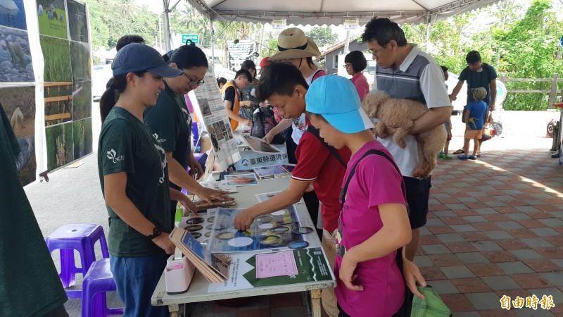富山漁業保育區今辦生態漁業祭,讓民眾闖關認識生態。(記者黃明堂攝)