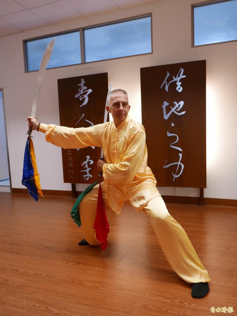馬培德熱愛中華傳統文化,周家拳多次比賽獲獎。(記者蔡淑媛攝)