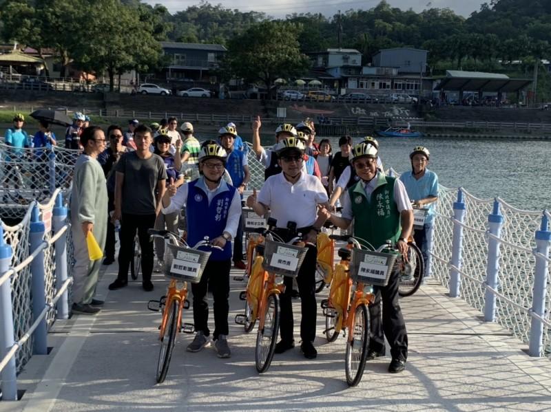 碧潭浮筒單車道啟用 看渡船悠遊山水