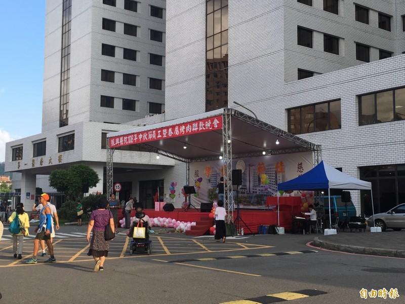 振興醫院表示,中秋連假烤肉主要是慰勞員工的活動。(記者林惠琴攝)