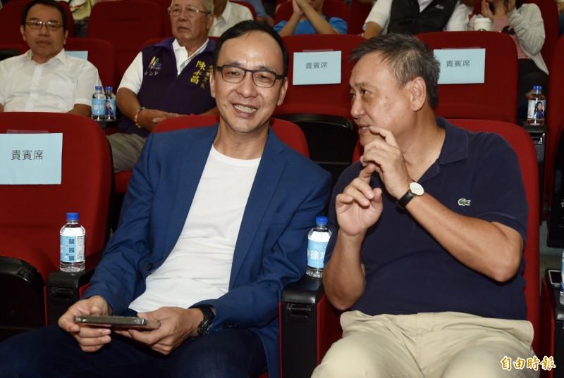 尋找1920電影14日舉辦播映會,導演李崗(右)、前新北市長朱立倫(左)等出席。(記者簡榮豐攝)