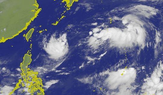 中央氣象局指出,菲律賓東北方海面的熱帶性低氣壓,正朝北北東方向移動。(圖擷取自中央氣象局)