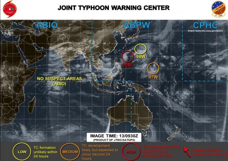 美軍示警,目前西太平洋共有3個低壓系統同時發展中。(圖擷取自JTWC)